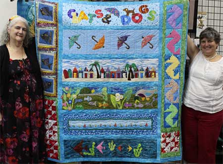 Janet DuLaney-Saunders holding her winning 2015 Row by Row Experience quilt